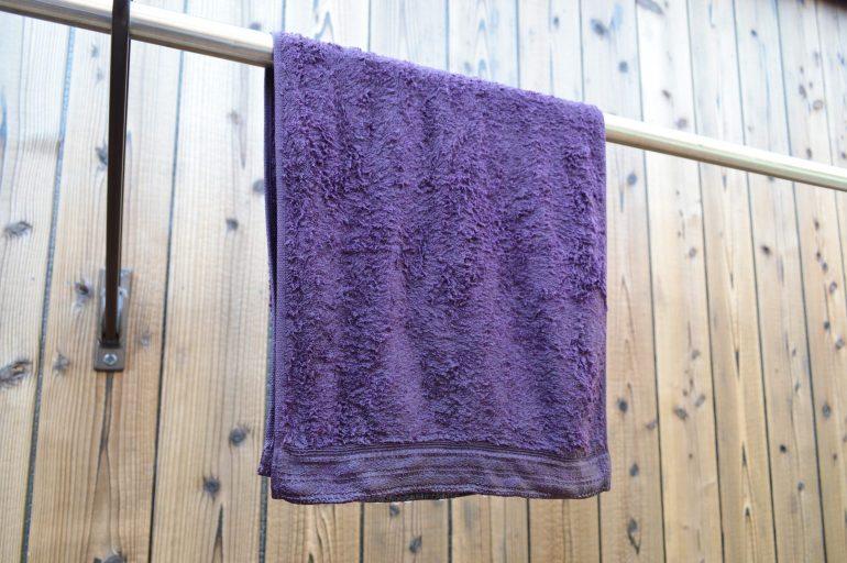 脱水なしのタオルを干す